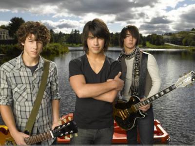 """Jonas Brothers sacan su tercer álbum de estudio llamado """"A little bit longer"""" tras su exitoso último disco"""