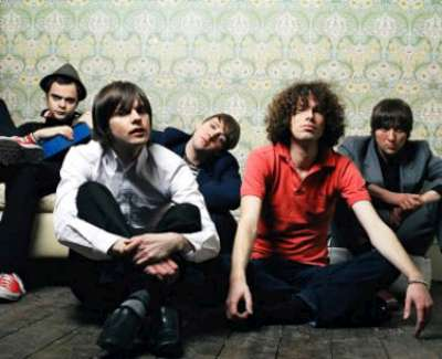 """Kaiser Chiefs vuelve con """"Off with their louds"""""""